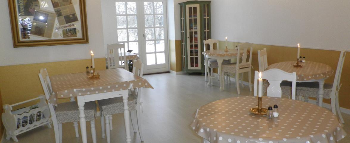 Fælles Spisestue/ Gemeinsames Esszimmer/scharred Dining room